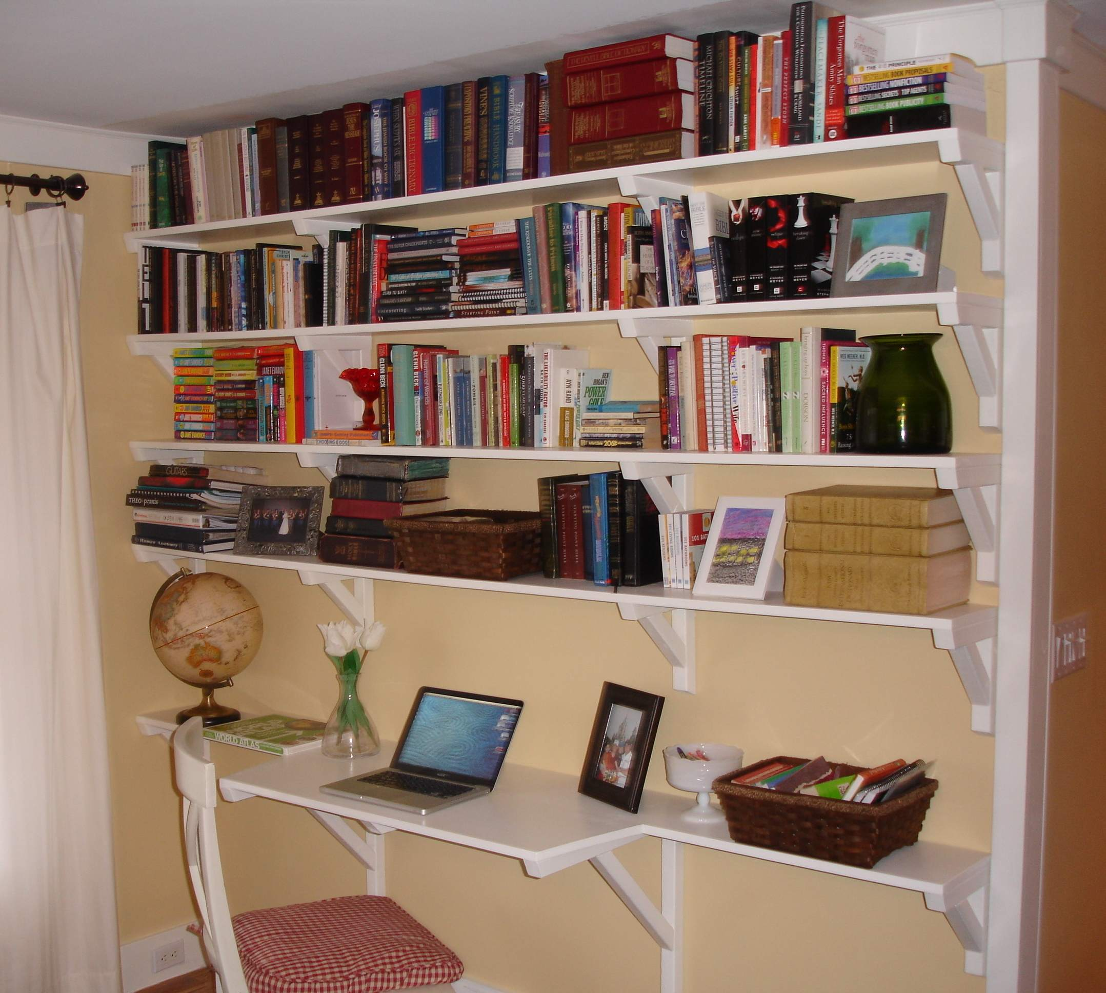 Country Bookshelves With Desk